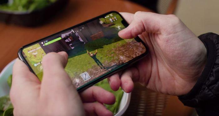 Fortnite vs PUBG - Что лучше? (карты, количество игроков, мобильный и многое другое)