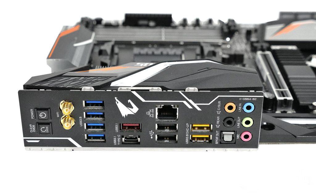 Задняя панель платы Gigabyte X470 Aorus Gaming 7 WiFi