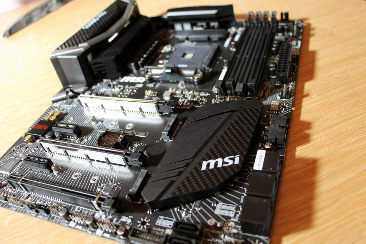 MSI X470 Gaming Pro Carbon - компоненты и слоты