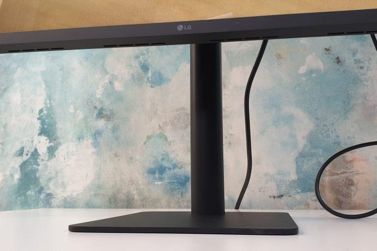 Ультратонкий дисплей LG 4K