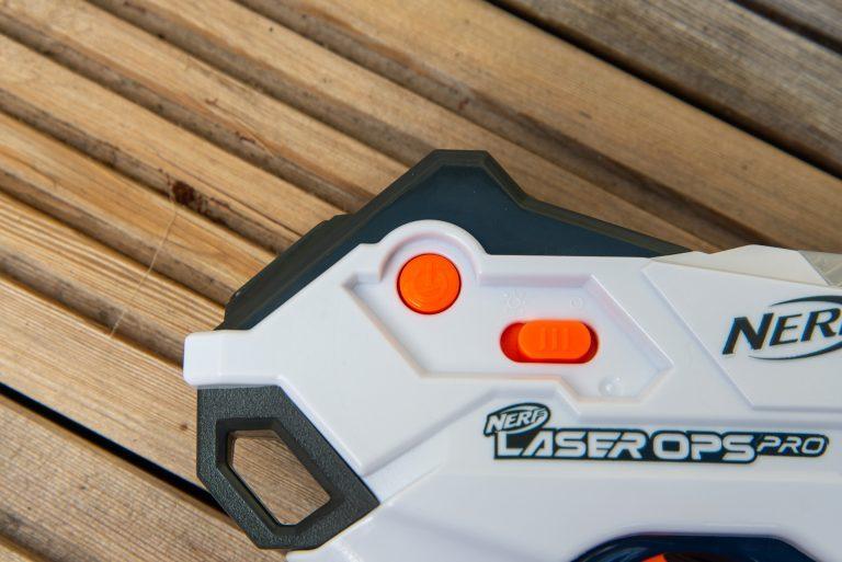 Nerf Laser Ops Pro Alphapoint управление питанием и освещением